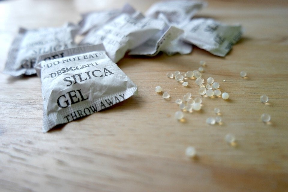 How Does Silica Gel Work?